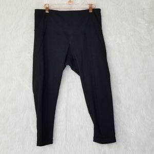 Zella Black Cropped Capri Compression Leggings